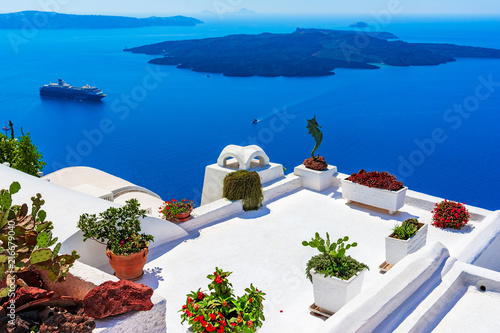 Poster Santorini Santorini island, Greece: Landmark detail of a terrace decorated with flowers over the caldera Caldera