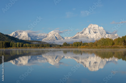 Poster Bergen Scenic Reflection Landscape of the Tetons in Fall