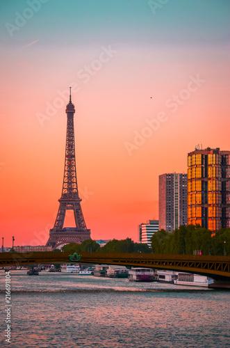 Deurstickers Eiffeltoren Sunset view of Eiffel Tower and river Seine in Paris, France.