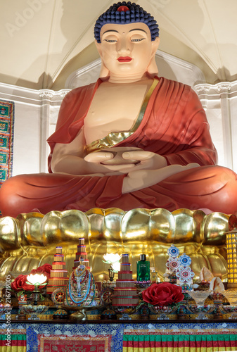 Photo  The twenty-one foot high sitting statue of Amitabha Buddha close-up in Hua Zang Si Buddhist Temple