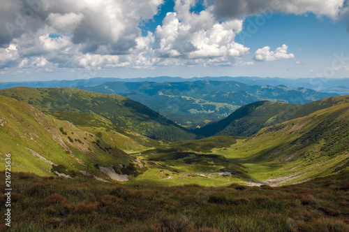 Foto op Aluminium Blauwe jeans Amazing mountain landscape in vivid sunny day, natural outdoor travel background. Dramatic and picturesque scene of Carpathian mountains in Ukraine.