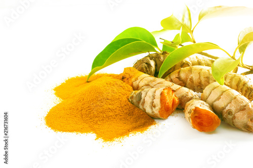 Cadres-photo bureau Condiment Turmeric roots and powder isolated on white