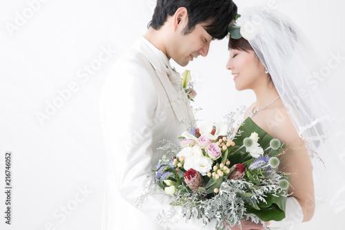 愛を誓う新郎新婦 Fototapet