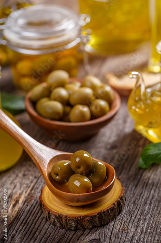 Foto op Plexiglas Aromatische Green pickled olives
