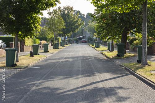 Fotografía  Wheelie Bin day UK suburban street