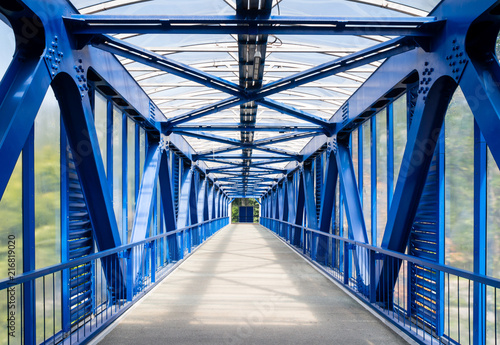 Papiers peints Tunnel Interior of empty metallic elevated footbridge in the Moscow city.