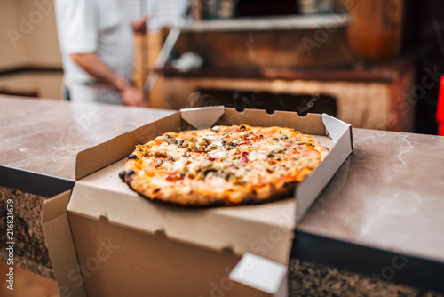 Papiers peints Pays d Afrique Delicious pizza in a box for take away.