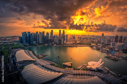 Foto op Aluminium Stad gebouw Singapore Skyline and view of skyscrapers on Marina Bay at sunset.