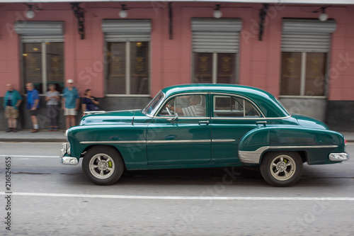 Poster Havana Green American Car in Havana Street