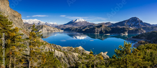 Fotobehang Bergen Serre Poncon Lake from Le Rousset in Winter (panoramic). Hautes Alpes, European Alps. France