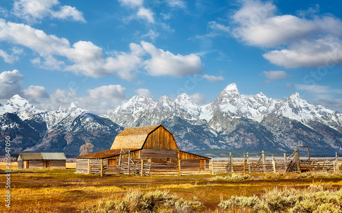 Keuken foto achterwand Centraal-Amerika Landen Teton Range with Moulton Barn in the Grand Teton National Park, Wyoming, USA.