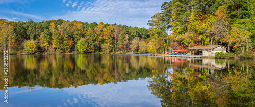 Fényképezés Lake at Umstead State Park in Autumn - North Carolina