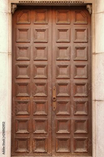 antico portone legno borgo Como, Italia - Buy this stock ...