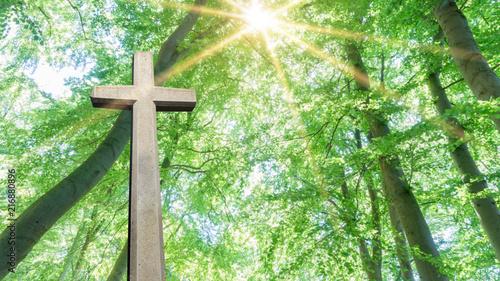 Photo Kreuz steht im Sonnenlicht