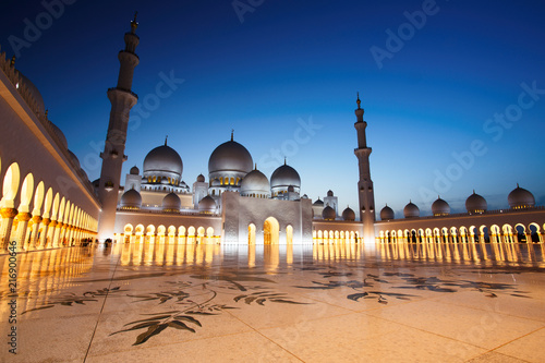 Sheikh Zayed Grand Mosque in Abu Dhabi at Dusk