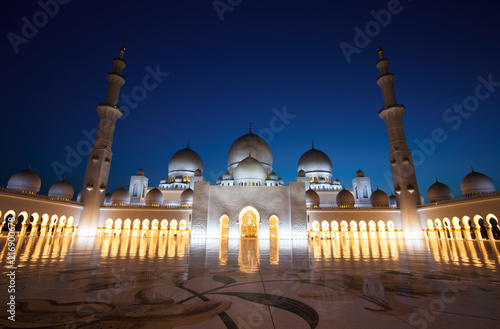 Recess Fitting Middle East Sheikh Zayed Grand Mosque in Abu Dhabi at Dusk