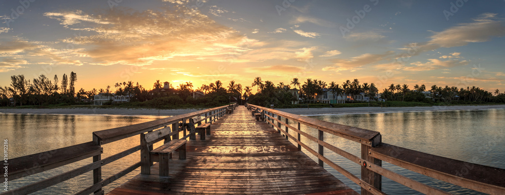 Fototapety, obrazy: Early sunrise over the Naples Pier on the Gulf Coast of Naples, Florida