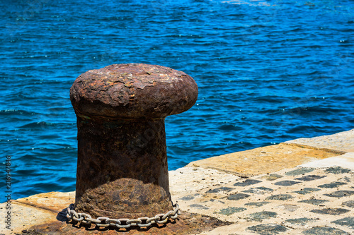 Fotografía  Old mooring bollard in Cartagena, Spain