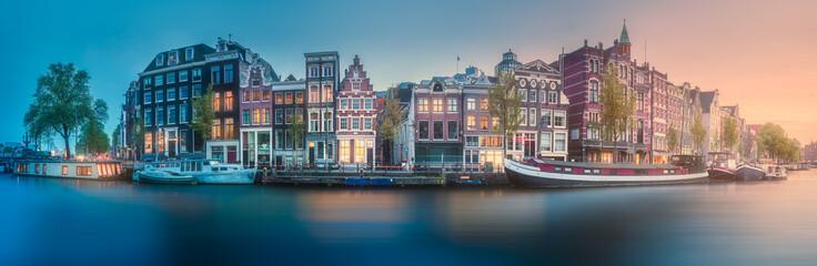 Rijeka, kanali i tradicionalne stare kuće Amsterdam