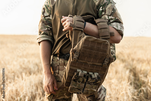 Fotografía Soldier man standing against a field