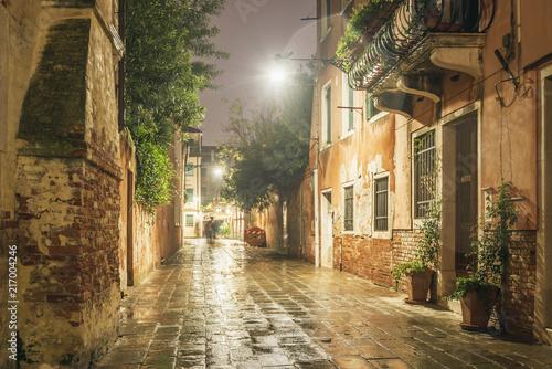 Fotografía  rainy night in Venice