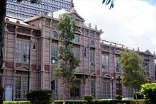 Edificio Metalico - An Old Sch...