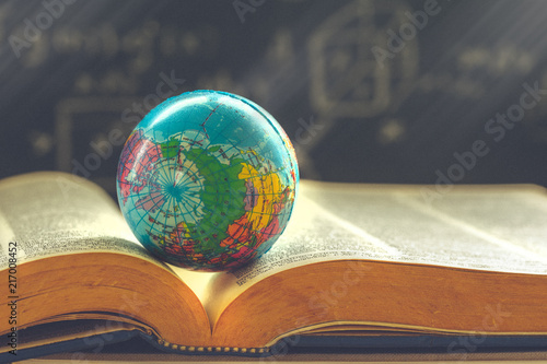 Fotomural  World globe on  book. education school Concept