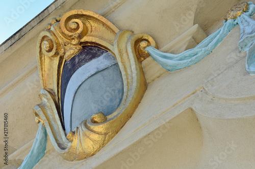 Fotobehang Theater Ornate Gold Shield Overhang