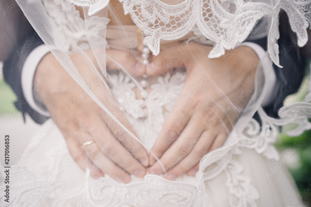 Fototapety, obrazy: wedding photo of wedding rings on the groom's hands. heart