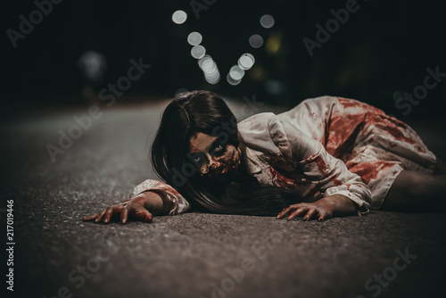 Photo  Portrait of asian woman make up ghost face,Horror scene,Scary background,Hallowe