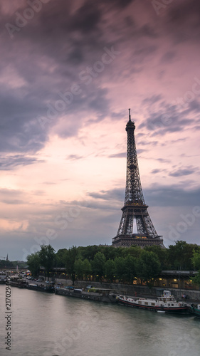 Spoed Foto op Canvas Lavendel Eiffel tower in black and white during a sunny summer day