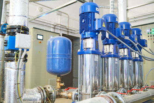 Fotografia pipes and valve in water pump station