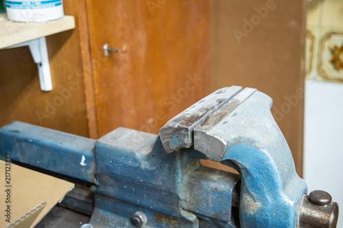 Fotografie, Obraz  Altes Werkzeug Schraubstock