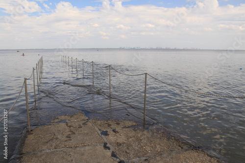 Spoed Foto op Canvas Noordzee Auflaufendes Wasser verschlingt den Nordseestrand (Burhave, Butjadingen)