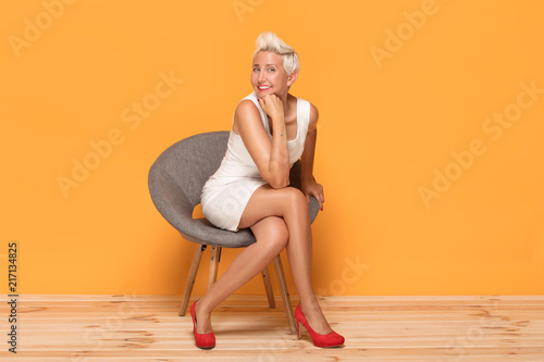 Photographie  Beautiful middle aged woman smiling, relaxing.