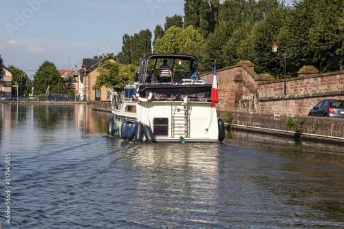 Saverne. Tourisme fluvial sur le canal de la Marne au Rhin. Bas-Rhin. Alsace. Grand Est
