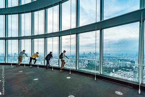 People silhouette inside Observation Deck. Tokyo, Japan. Tablou Canvas