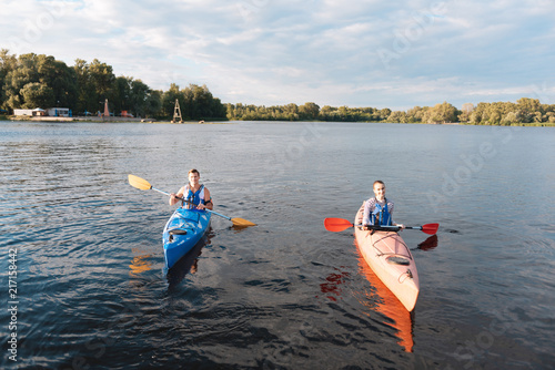 Keuken foto achterwand Ontspanning So active. Nice young couple kayaking on the river while enjoying summer