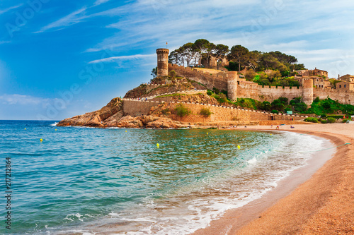 Türaufkleber Barcelona Sea landscape Badia bay in Tossa de Mar in Girona, Catalonia, Spain near of Barcelona. Ancient medieval castle with nice sand beach and clear blue water. Famous tourist destination in Costa Brava