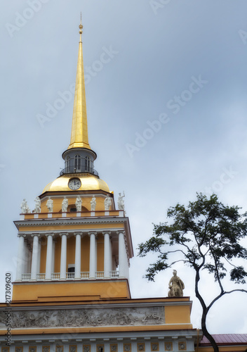 Photo Gilded spire of the Admiralty in St