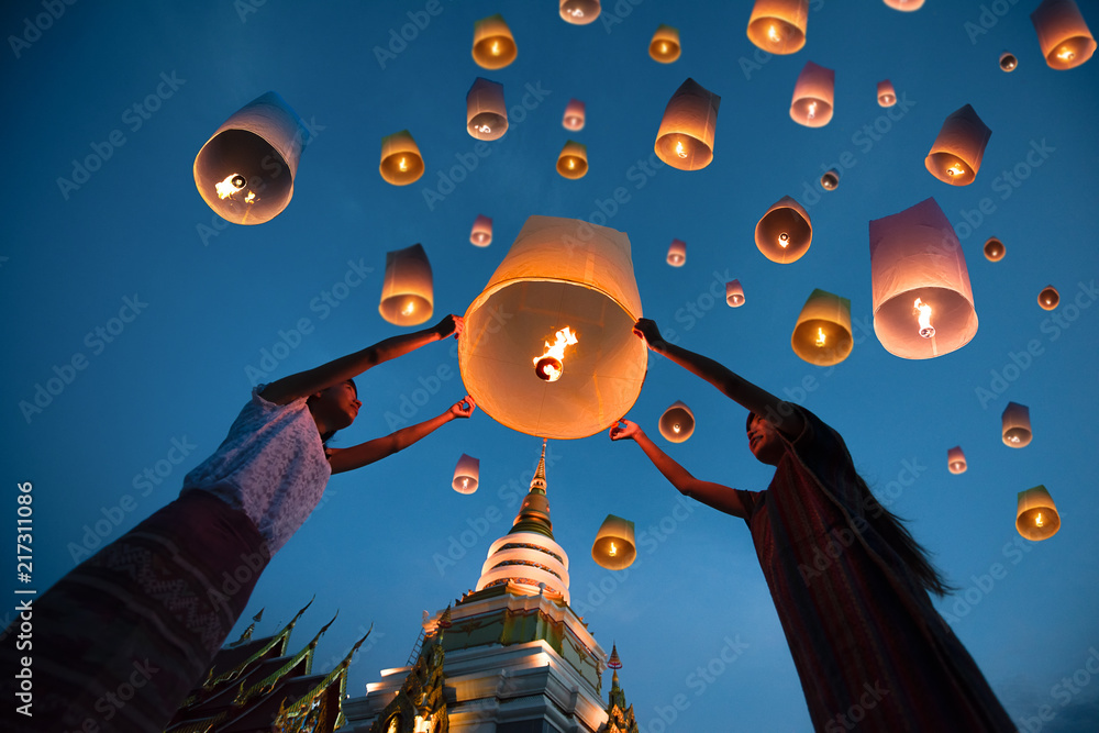 Fototapety, obrazy: people release floating lanterns ballon to blue sky for make a wish for the future, Thailand