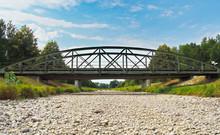 Ausgetrockneter Fluss - Brücke