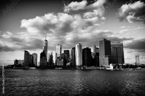 panorama-nowego-yorku-z-drapaczami-chmur-nad-rzeka-hudson