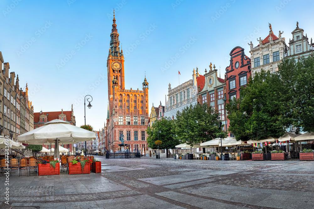 Fototapety, obrazy: Gdański ratusz położony na ulicy Długiej na Starym Mieście w Gdańsku