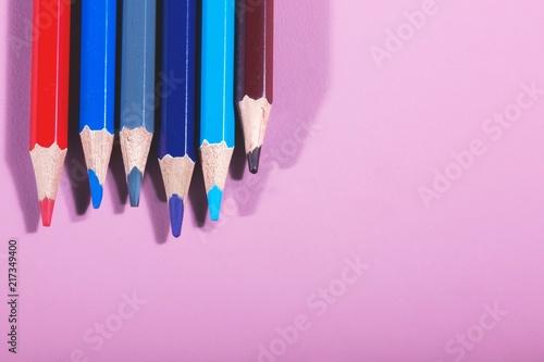 Fotografia  crayons de couleur rouge bleu