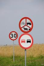 Znaki Drogowe W Nadmiarze, Organizacja Ruchu Drogowego, Znaki Zakazu, Remont Dróg Wiejskich