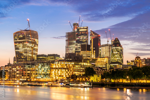Fotobehang Centraal Europa London downtown with River Thames sunset