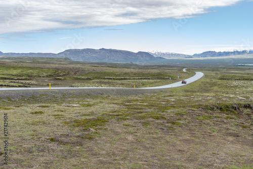 Foto op Aluminium Arctica Road in Icelandic landscape
