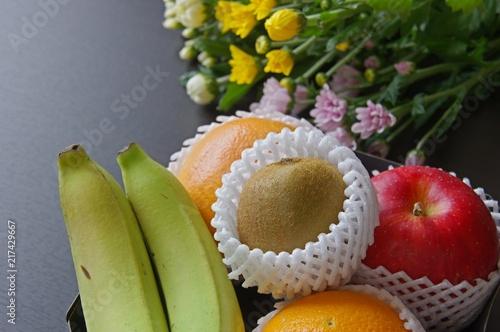 お供えの果物と花
