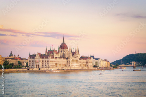 Staande foto Centraal Europa Budapest Parliament - Hungary